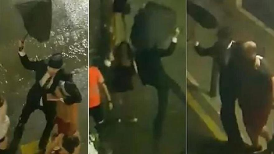 Un alcalde besa y abraza a vecinos en una fiesta ilegal