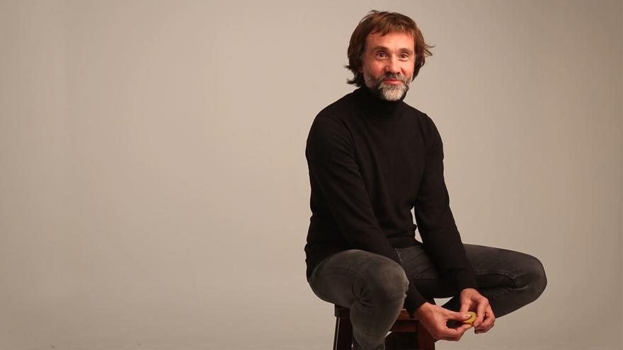 Muelología 117: Constantino Menéndez  (diseñador de ropa) - 1 imagen 10 palabras