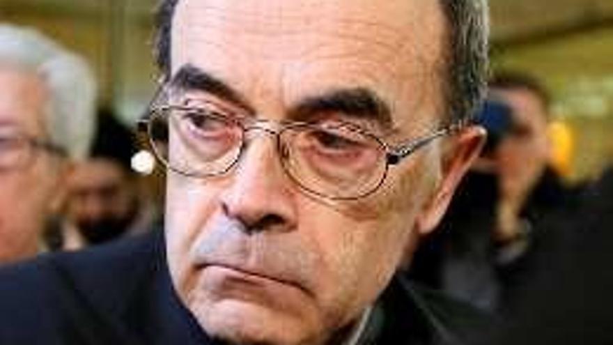 Un cardenal francés, juzgado por ocultar los abusos de un cura pederasta al que mantuvo al cargo de una parroquia