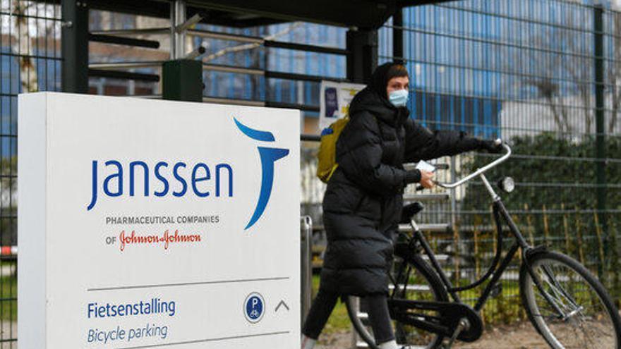 Retard en la distribució de la vacuna Janssen per les trombosis als EUA