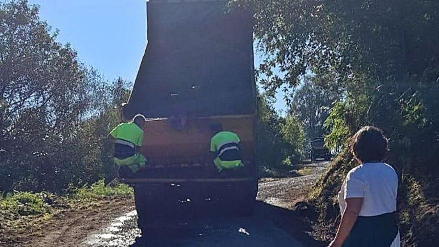 Cangas del Narcea pavimenta la carretera al pueblo de Villajimada