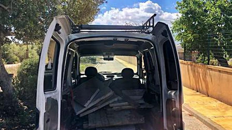 Cazan 'in fraganti' a dos hombres vertiendo  escombros  en un contenedor