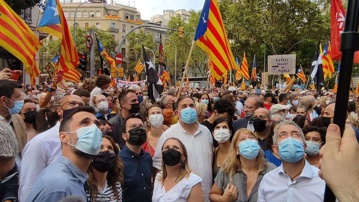 El president Pere Aragonès, Oriol Junqueras, Laura Vilagrà, Roger Torrent, Marta Vilalta, Raül Romeva i Meritxell Serret (ERC) a la manifestació de l'ANC