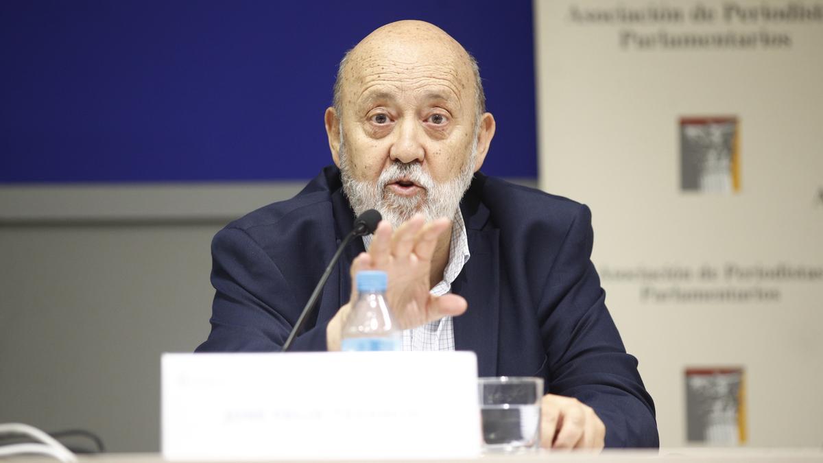 Archivo - El presidente del CIS, José Félix Tezanos, en una mesa redonda