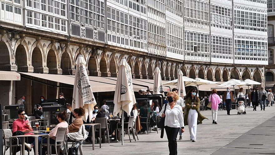 A Coruña y toda la comarca, salvo Carral, pasan al nivel más bajo de restricciones