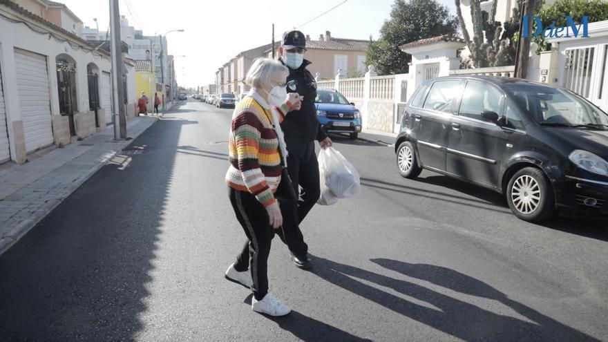 Los vecinos de El Vivero recuperar a Gaspar Moll, su añorado policía de barrio
