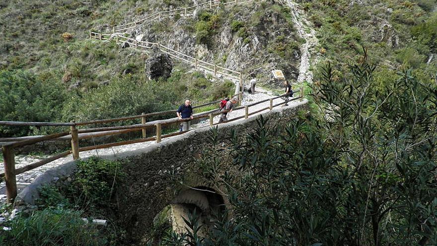 Rescatan a tres personas perdidas en Cómpeta