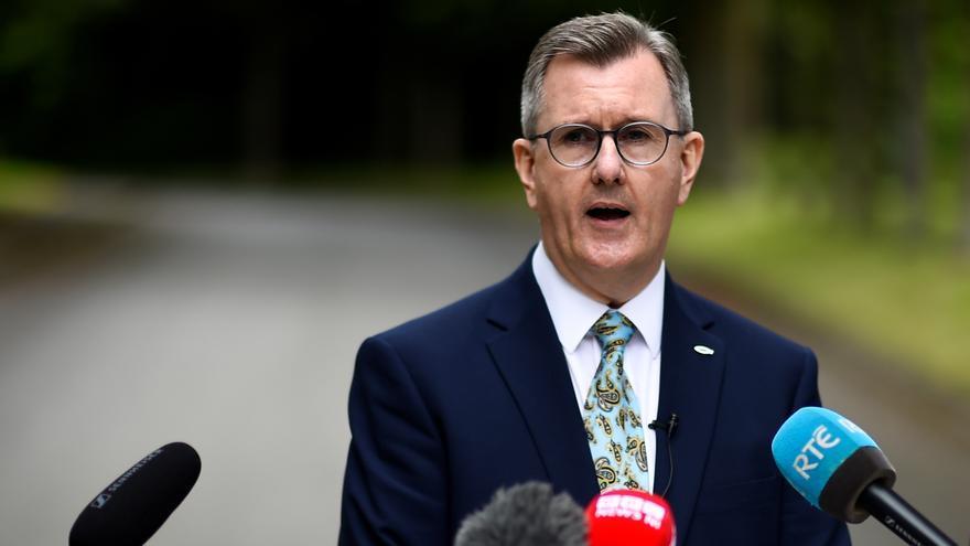 El DUP norirlandés elige a su tercer líder en menos de dos meses