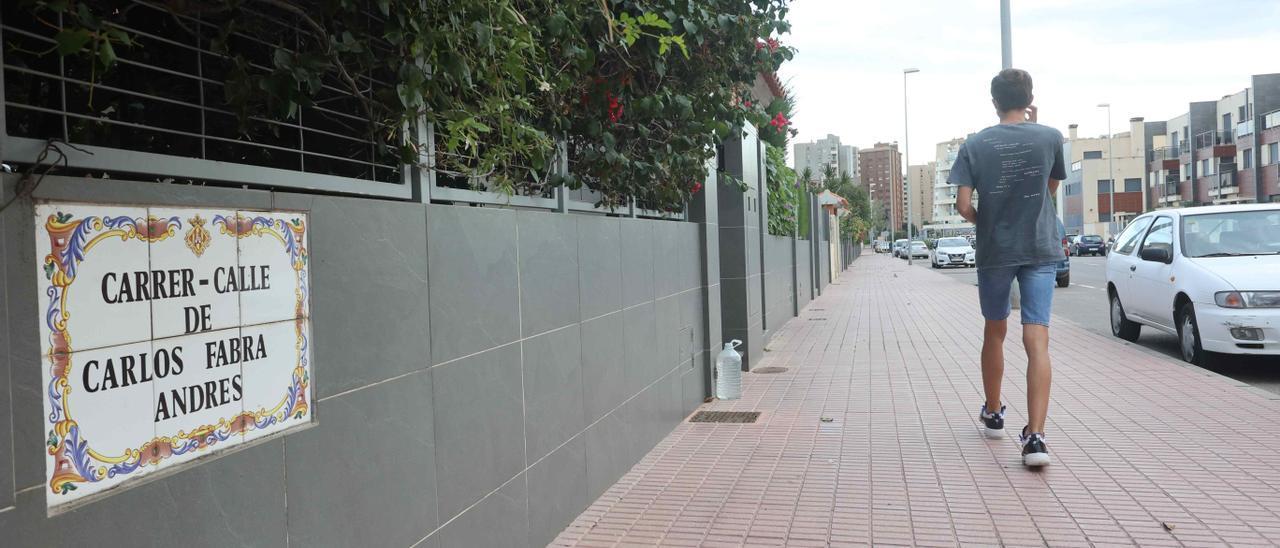 Imagen de la calle dedicada a Carlos Fabra Andrés en Castelló.