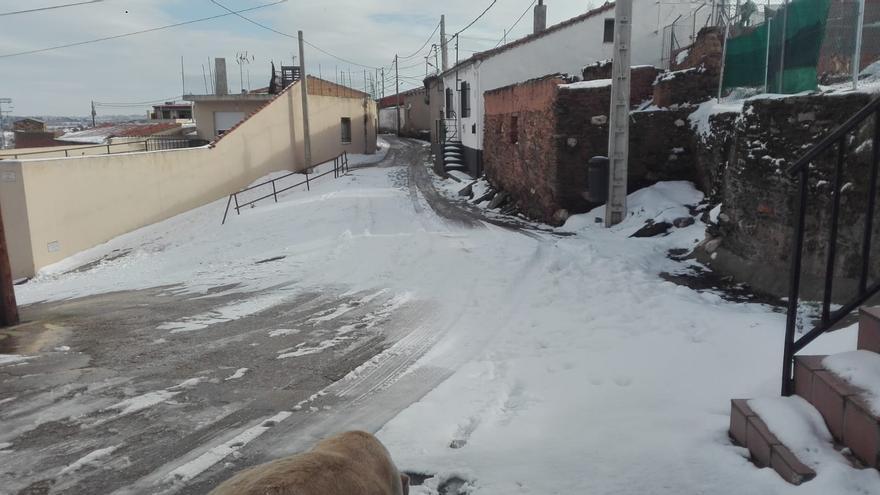 El barrio de Carrascal aislado por el hielo y la  nieve caída en Zamora