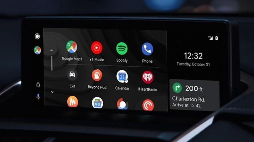 Android Auto y Apple CarPlay distraen más al volante que el alcohol o el cannabis