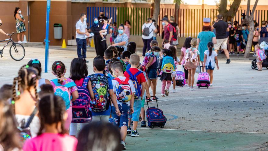 Cerca de 20.000 estudiantes regresan a las aulas en la Marina Baixa