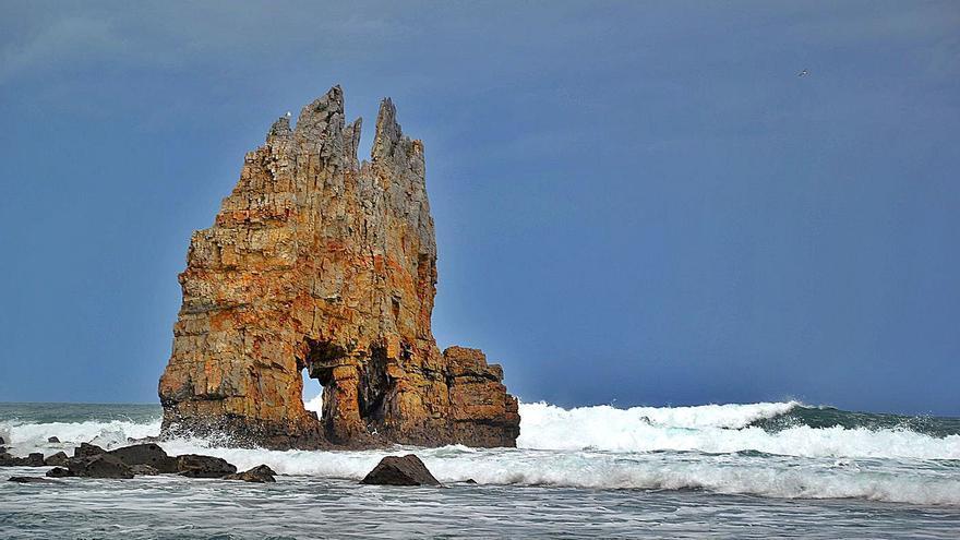 Donde asoma el barco de piedra