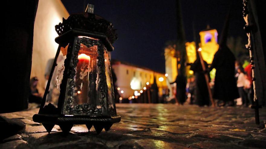 Una noche de lentas oraciones entre el primer templo y la Judería