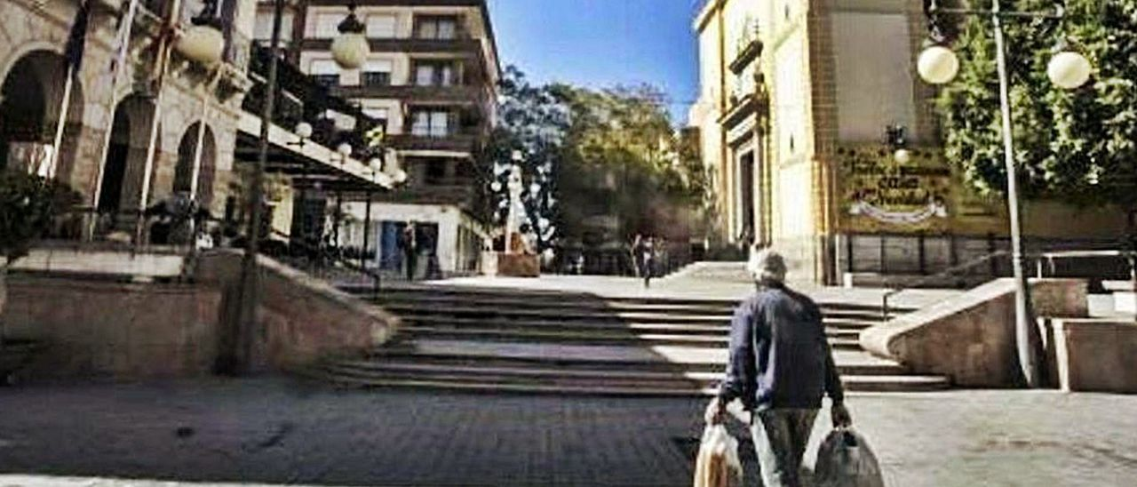 El antiguo Ayuntamiento y la Iglesia de San Vicente, dos hitos en el entorno que protege el plan de protección del casco antiguo. | PILAR CORTÉS