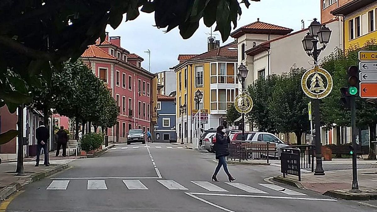 La calle Flórez Estrada, en el centro de Noreña. | A. I.
