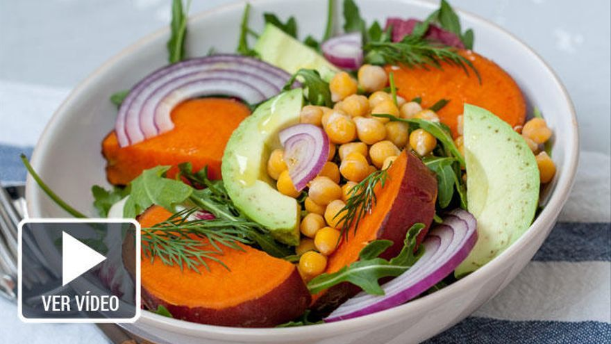 La ensalada de boniato y tomates, exótica y saludable