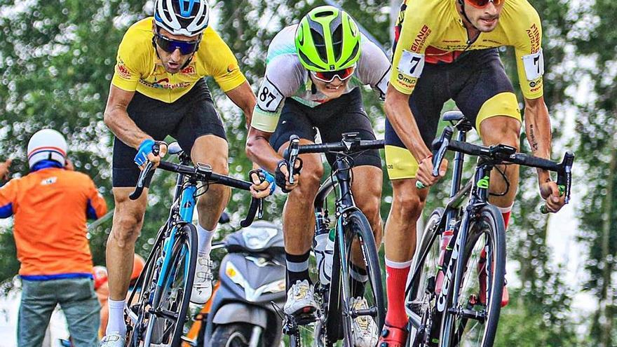 Javier Sardá afronta la recta final de la Vuelta Ciclista a Vietnam en la tercera plaza