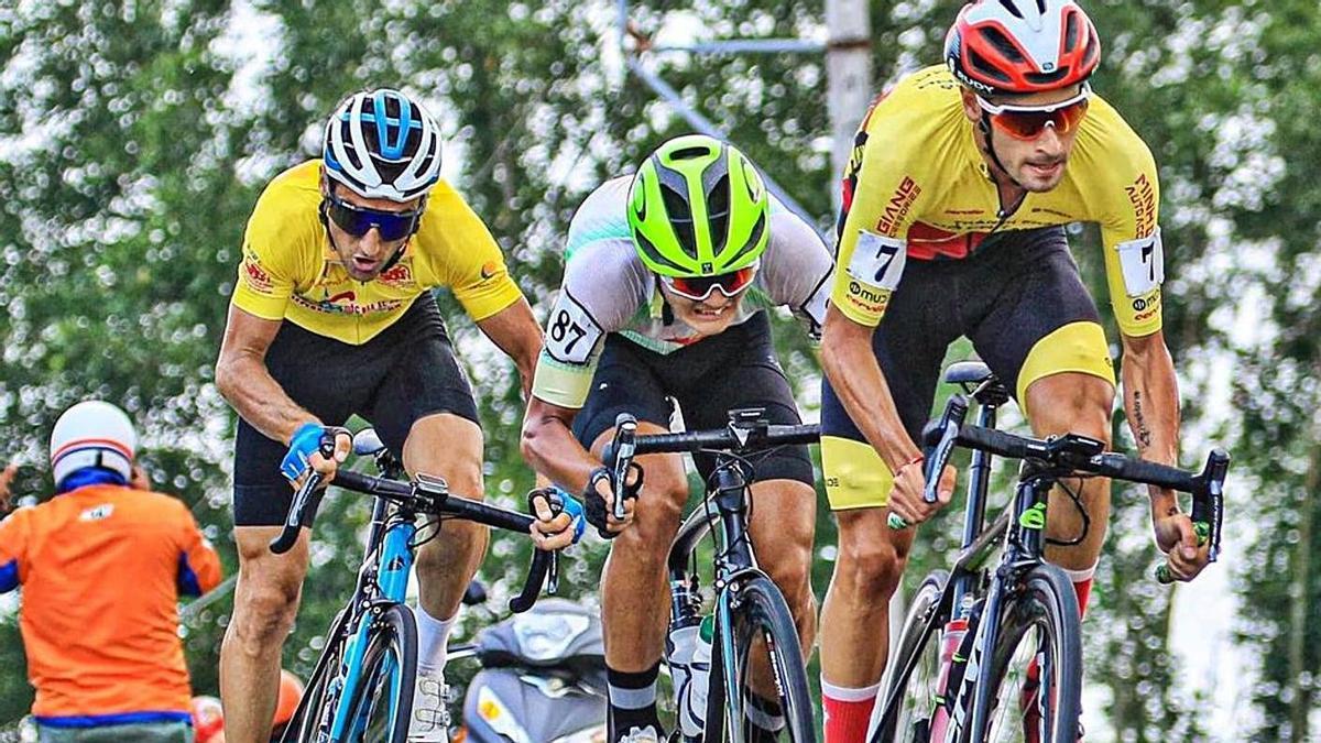 Sardá, en un ataque a su máximo rival, el francés Desriac que ostenta el maillot amarillo.