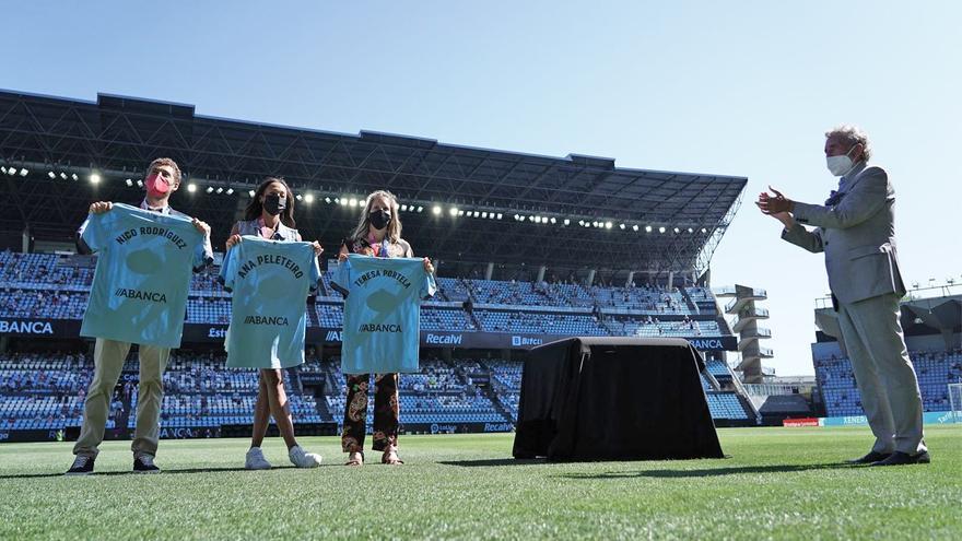 Balaídos homenajea a los medallistas Portela, Peleteiro y Nico Rodríguez
