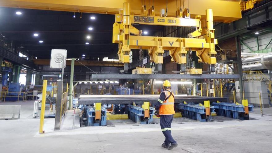 La industria modera la caída anual de su facturación al 2,4% en noviembre