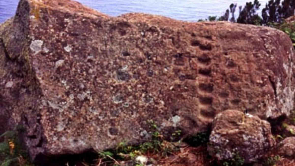Fotografía de archivo de la Piedra de los Escalones, también conocida como Piedra de Taganana.