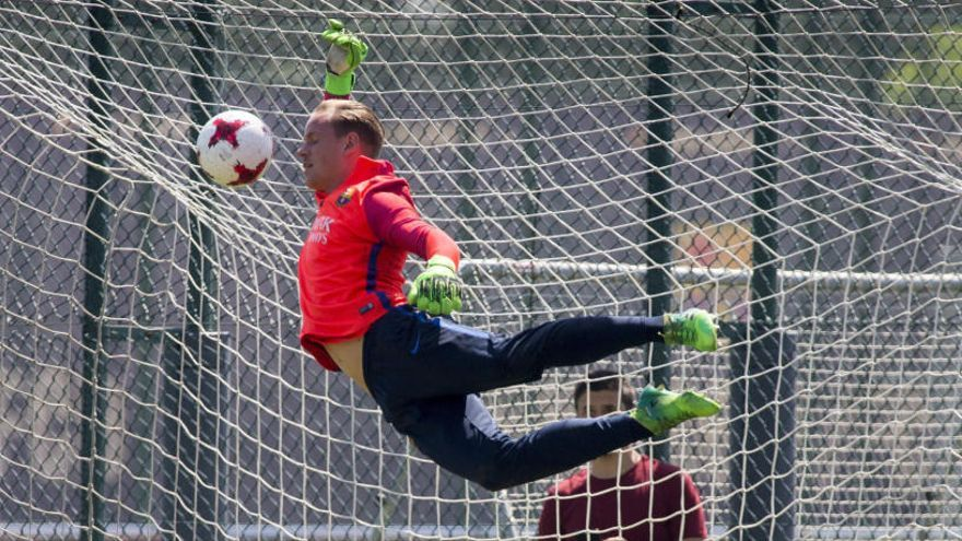 Ter Stegen renova amb el Barça fins al 2022