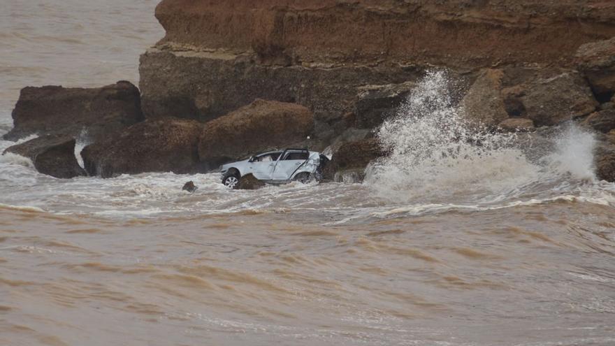 El misterio del coche que el temporal arrastró al mar en Vinaròs
