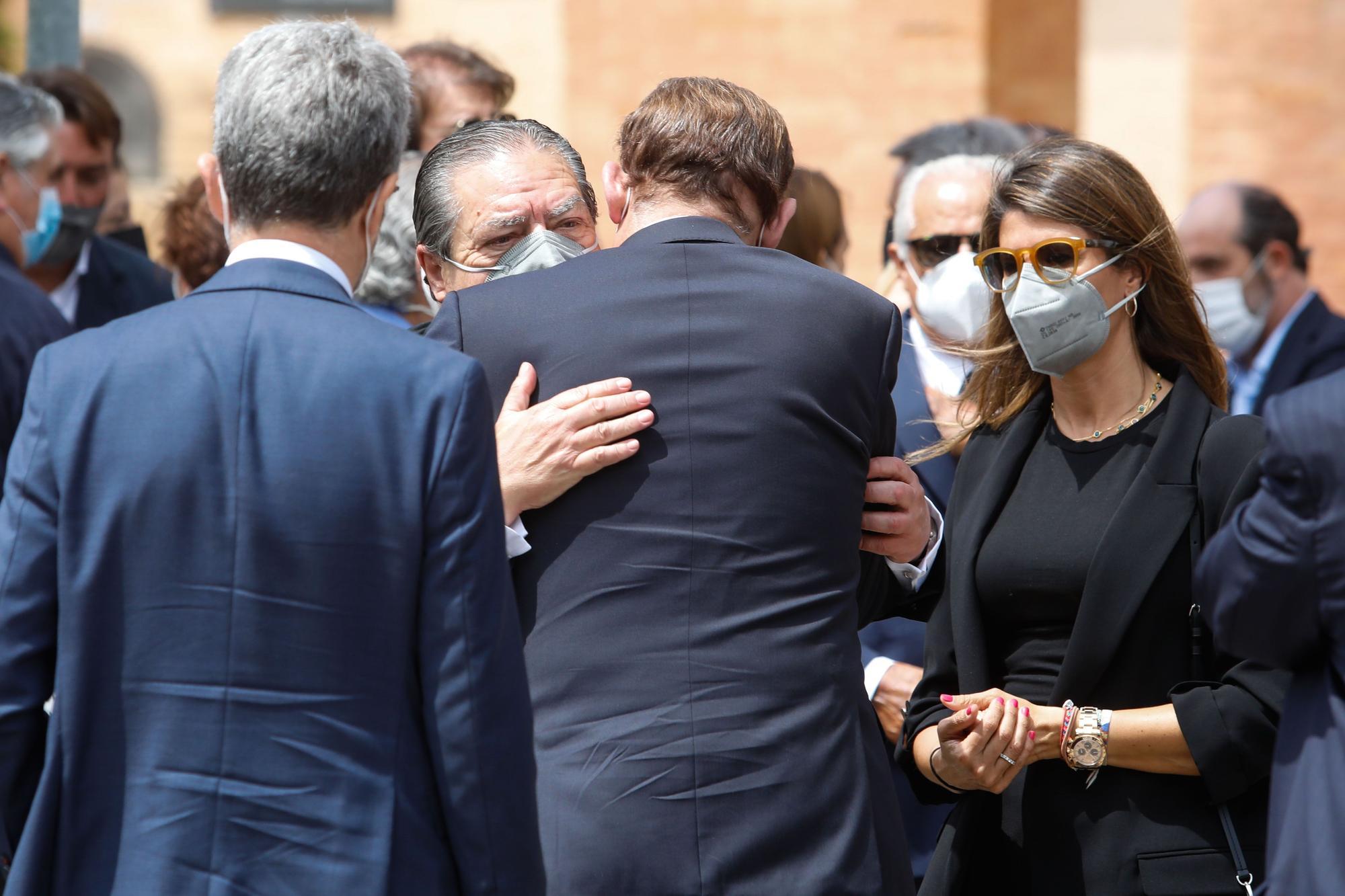 Las imágenes del entierro de Lola Fos de Boluda en el cementerio general de València