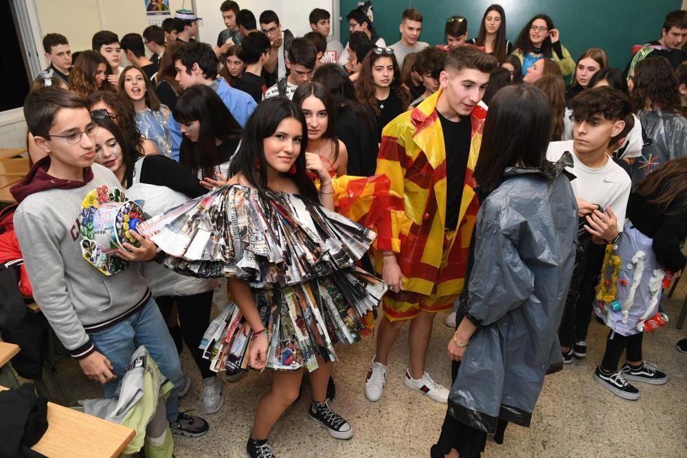 Desfile en Salesianos con ropa reciclada