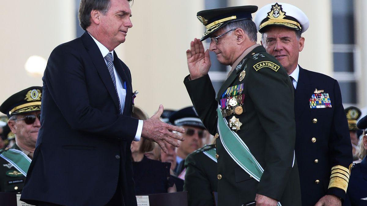 La cúpula militar se planta frente a Bolsonaro y dimite en conjunto