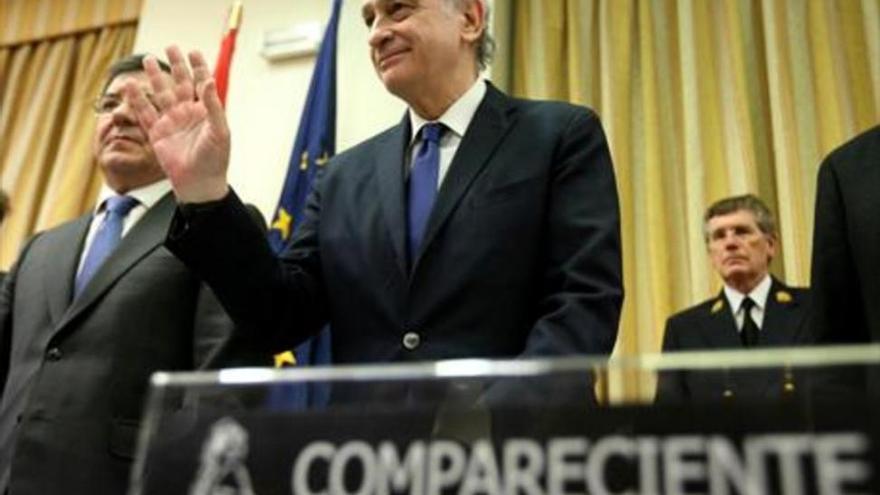 """La oposición acusa a Fernández Díaz de """"mentir"""" para tapar la """"policía política"""""""