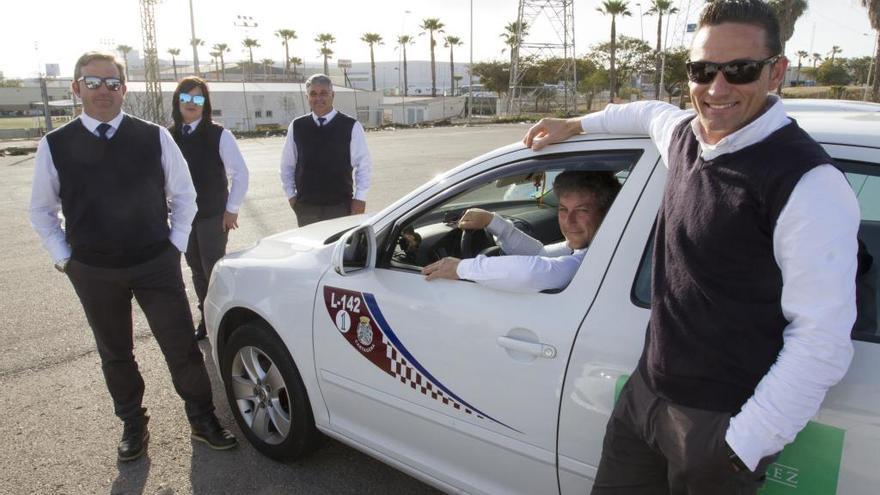 La llegada de Cabify hace que los taxistas de Cartagena apuesten por un uniforme