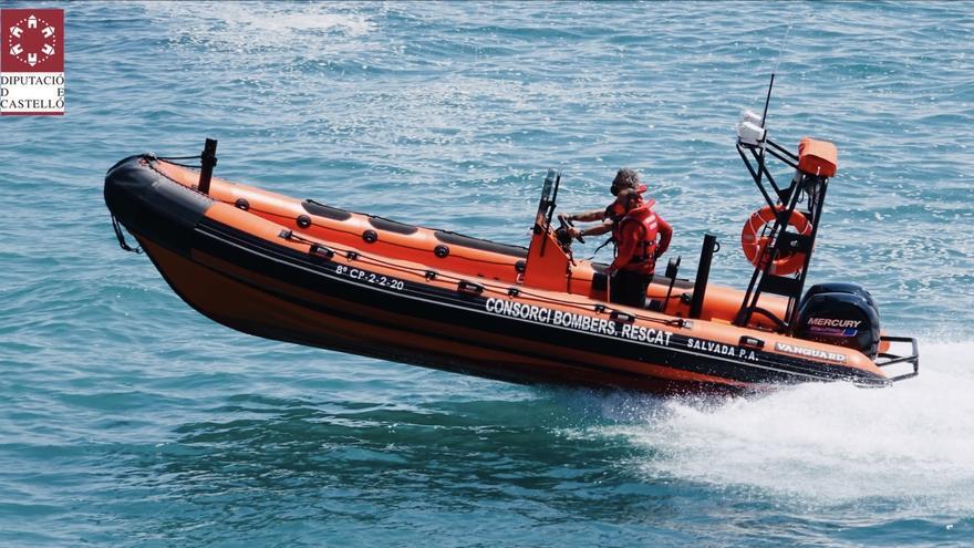 Rescatan a una familia en una embarcación a la deriva en Orpesa