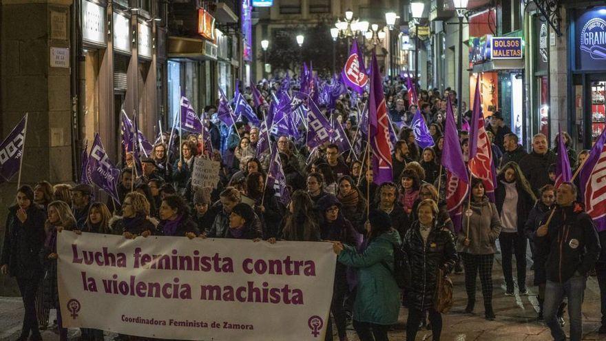 Las farmacias de Castilla y León distribuirán 95.000 guías de bolsillo sobre los recursos disponibles para luchar contra la violencia de género
