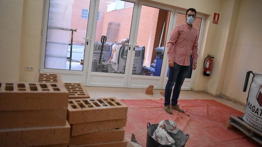 Petrer comenzará el curso con más espacio en la sala infantil de la biblioteca Enrique Amat