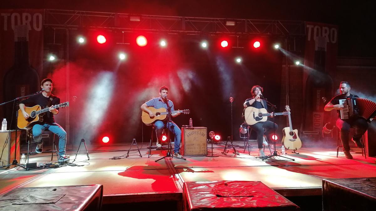 """Los músicos de """"Ciudad Jara"""", en el concierto inaugural del festival Vintoro"""