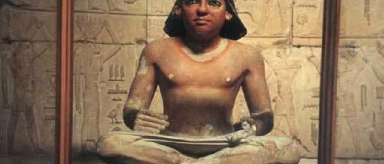 Estatuilla de un escriba egipcio.