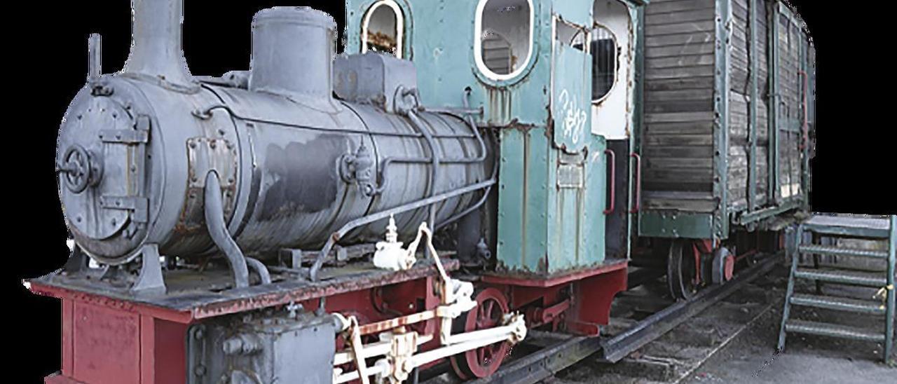 """La locomotora """"Rojillín"""", en Salinas."""
