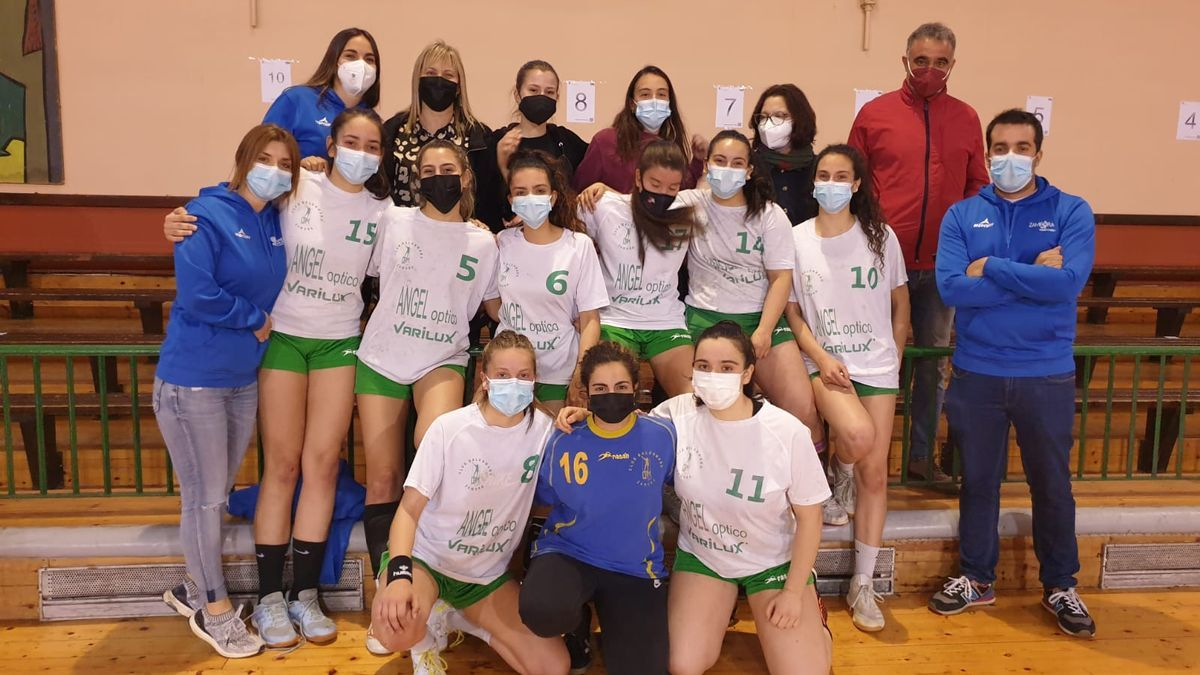Formación del Ángel Óptico juvenil femenino del Balonmano Zamora