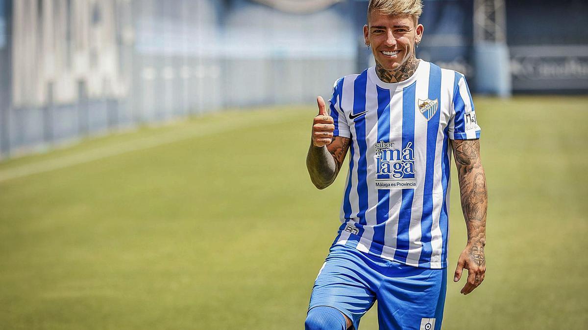 Brandon Thomas, presentado como jugador del Málaga CF en La Rosaleda