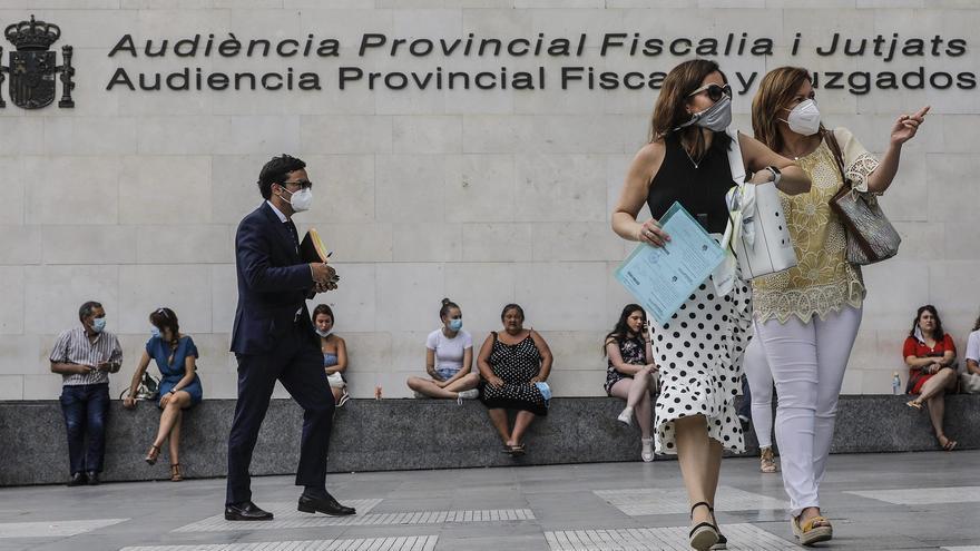Seis meses de cárcel por amenazar a su expareja y meterse en su vivienda en Valencia