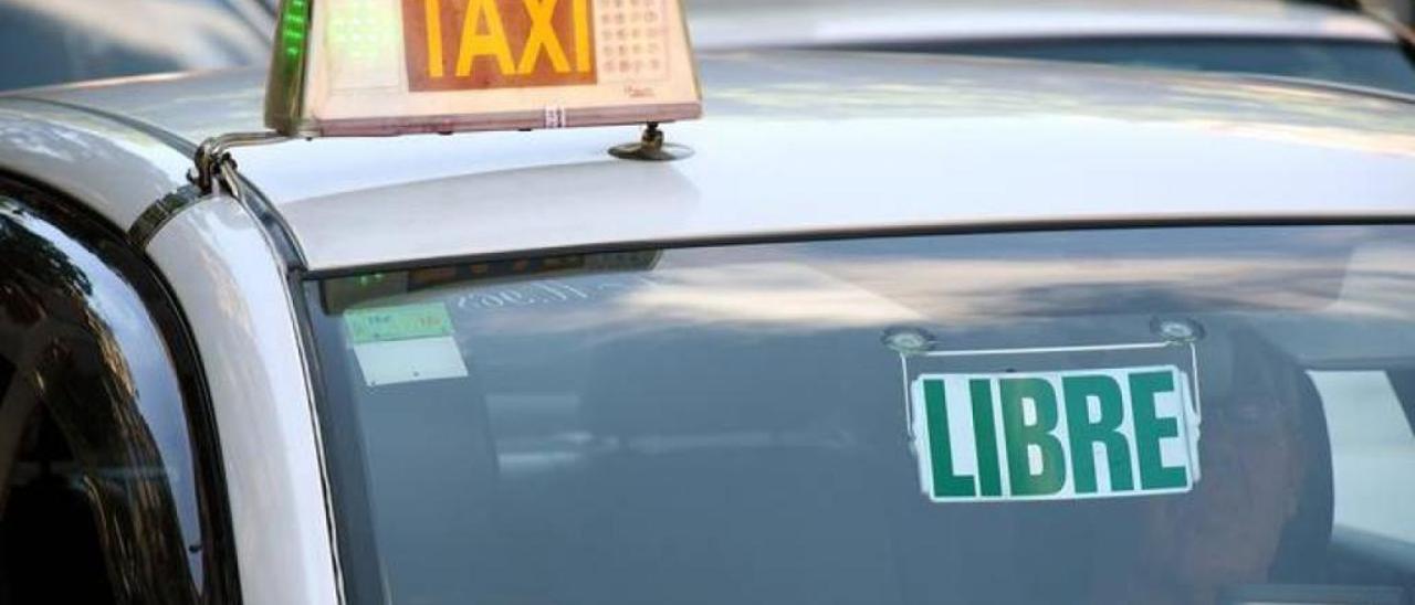 San Tirso ofrece a los mayores de 70 años un taxi gratis hasta fin de año para ir al médico