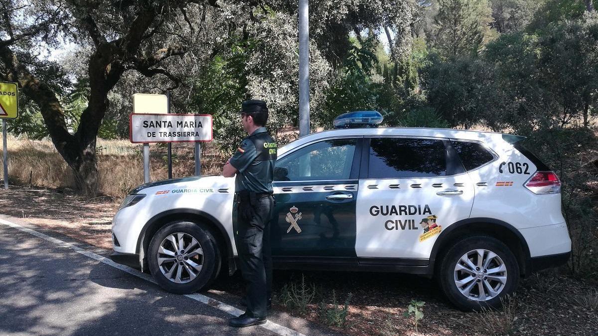 La Guardia Civil rescata a un hombre 74 años enfermo y solo en una finca de Trassierra