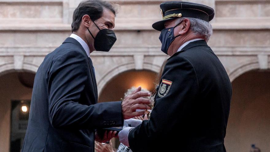 Rafa Nadal, condecorado en Palma con la medalla al Mérito Policial