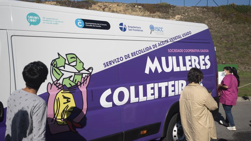 Entrega de un nuevo vehículo a Mulleres Colleiteiras