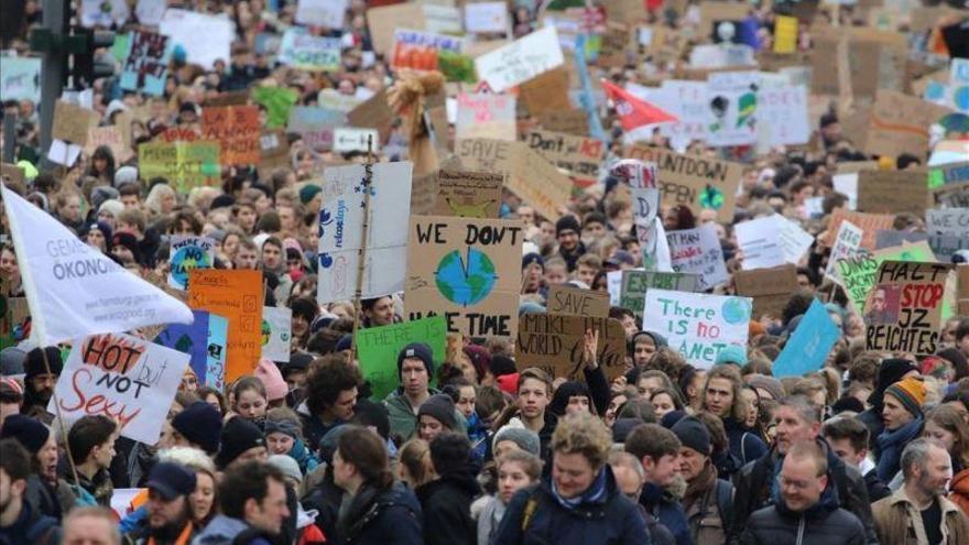 Una manifestación de estudiantes contra el cambio climático abre grietas en Alemania
