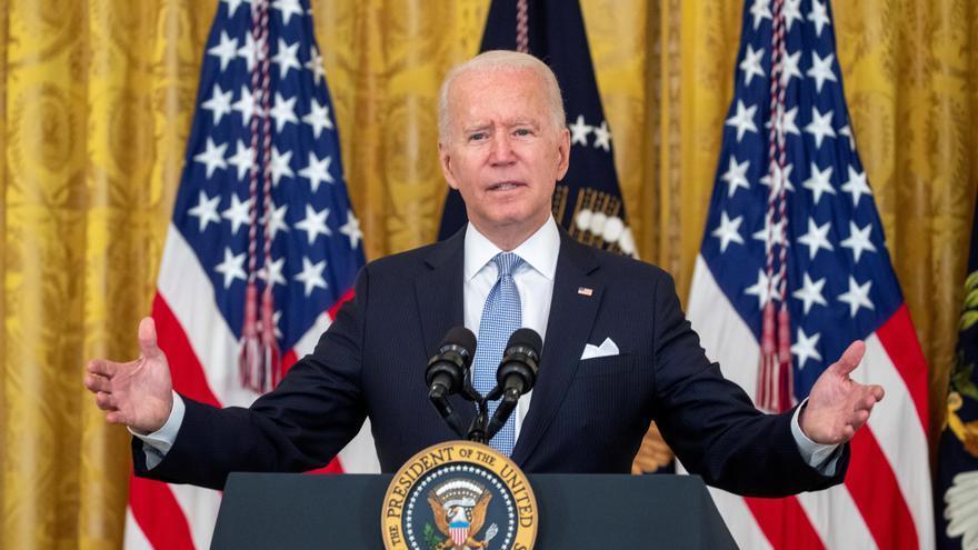 Biden obliga a los empleados federales a vacunarse