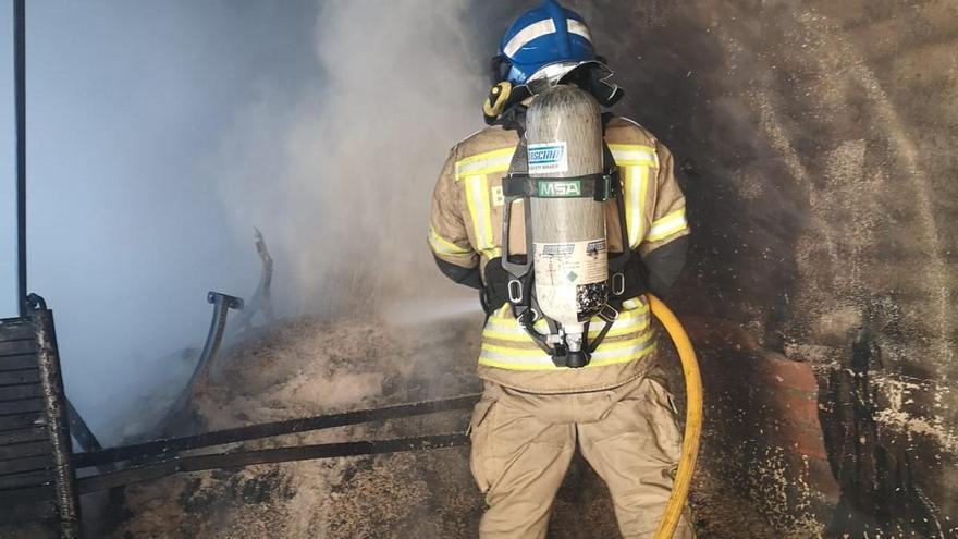 Incendio en una nave agrícola de Guarrate