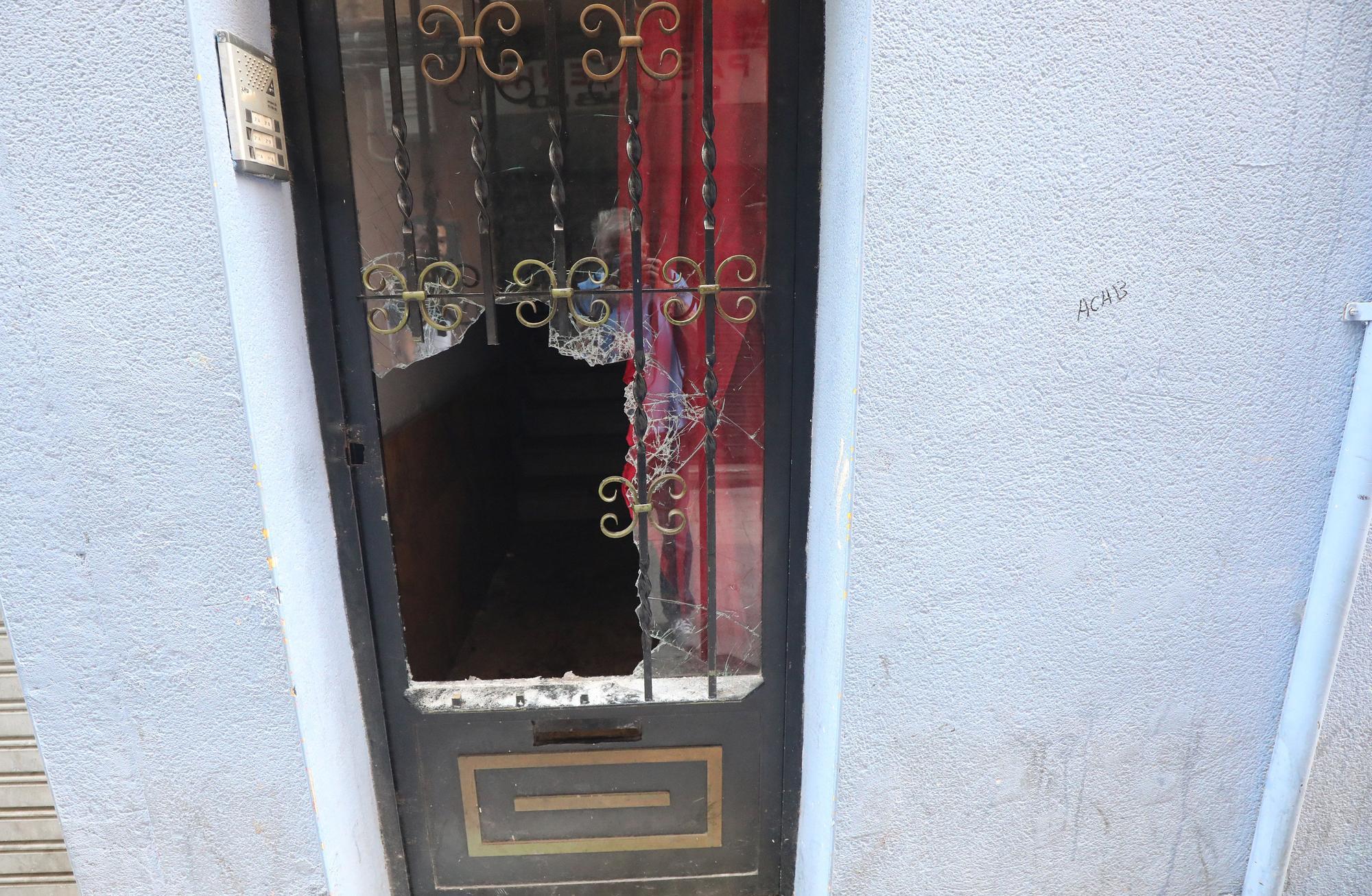 Una okupa entra en una casa con la ayuda policial en El Gancho